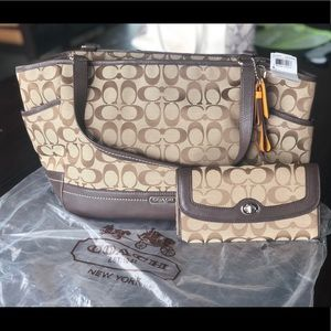 Coach Park Signature Carrie Tote and Wallet Set